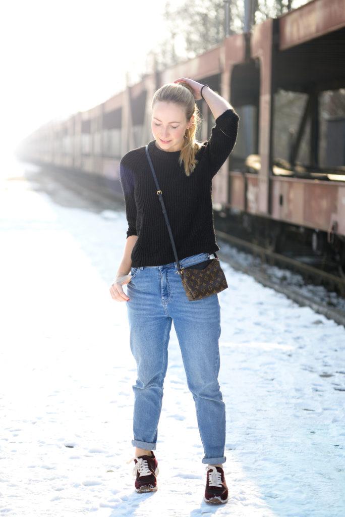 Baby it's cold outside: Zara Sneaker & BDG Mom Jeans