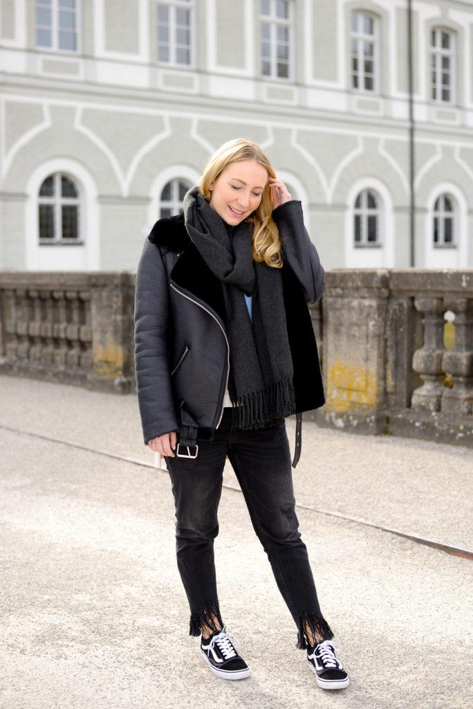 Blogger Essentials: Zara Shearling & Vans Old Skool & Fishnets