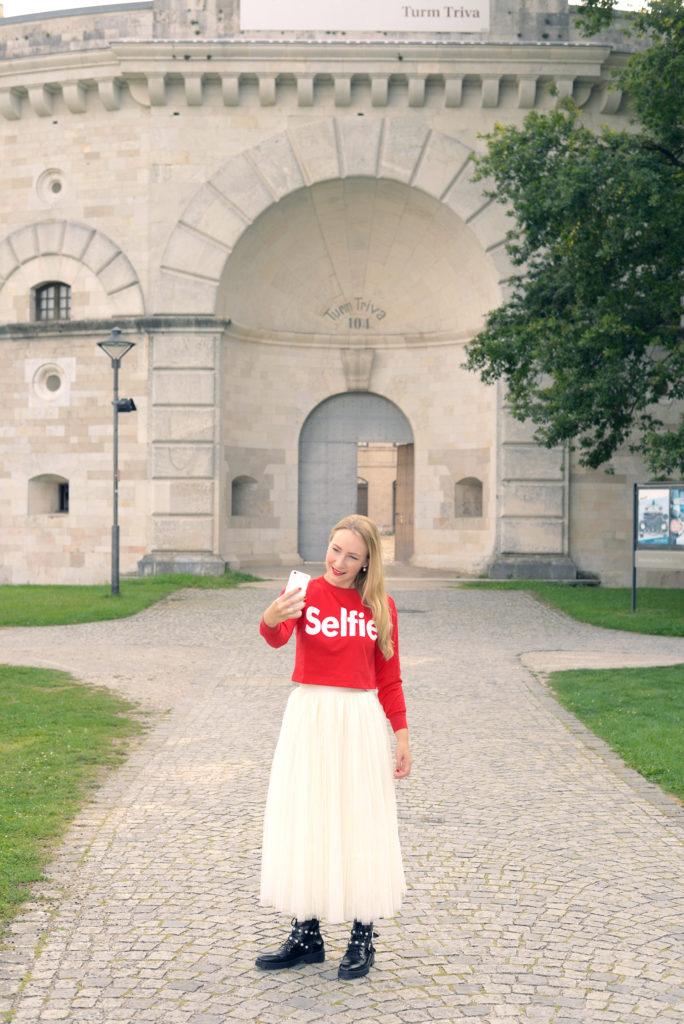 Selfie & Self-Exposers: Instagram quo vadis?